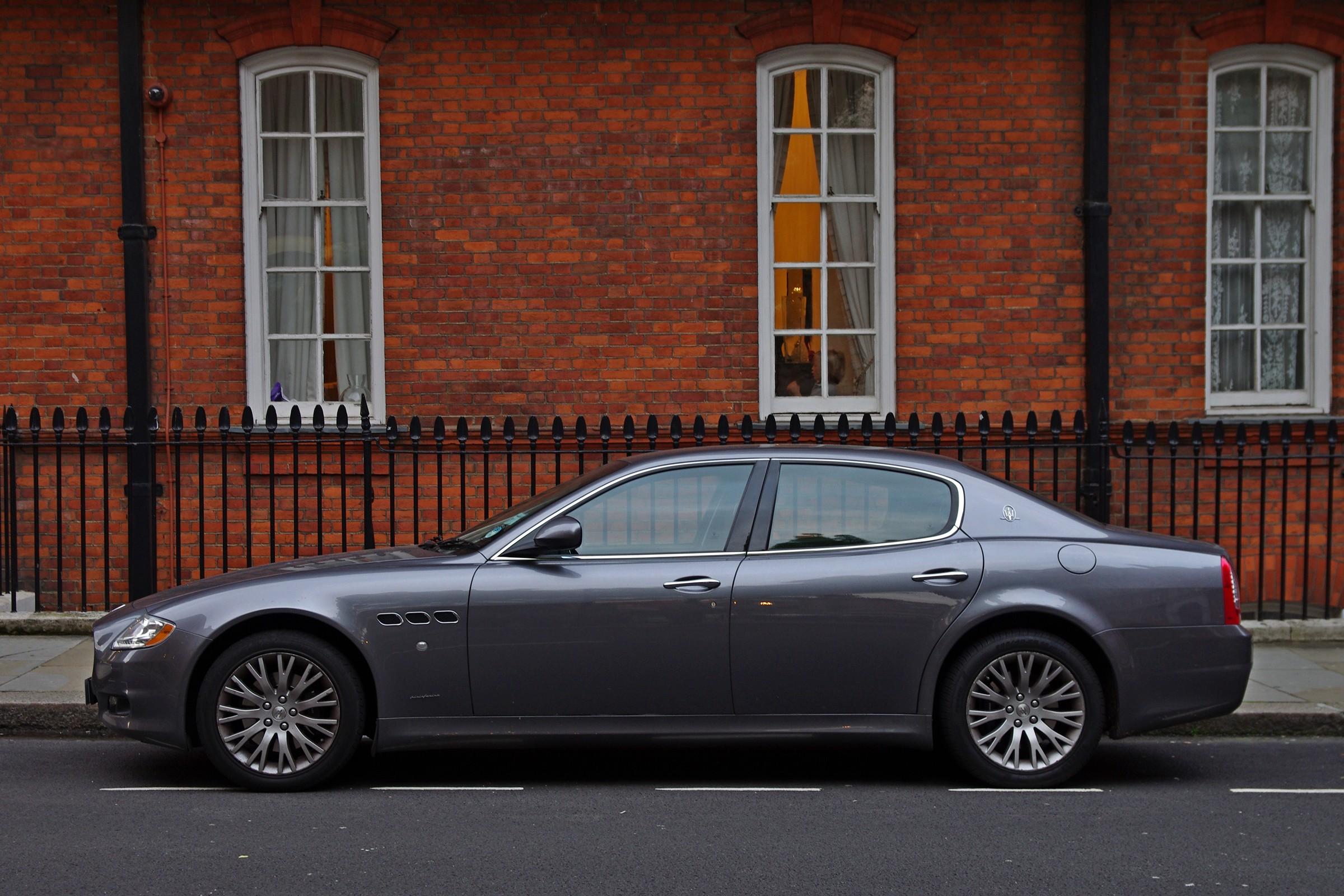 Maserati_Quattroporte_V_%28side_view%29.jpg