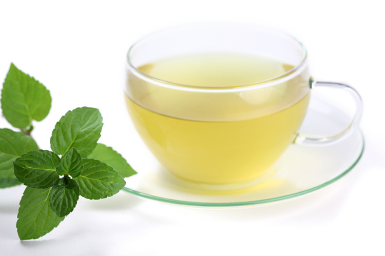 The Glow Down: At Home Beauty: Peppermint Tea Toner