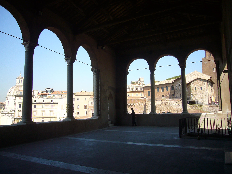 File:Monti - palazzo dei cavalieri di Rodi - loggia 1220911.JPG ...