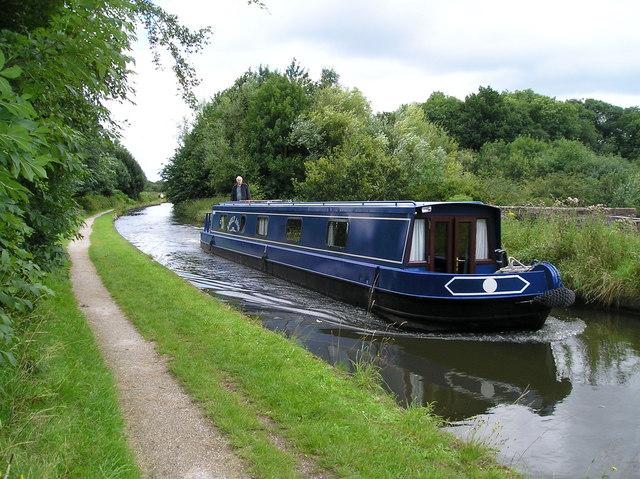 Narrow Boat crossing the Bollin Aqueduct. - geograph.org.uk - 503663