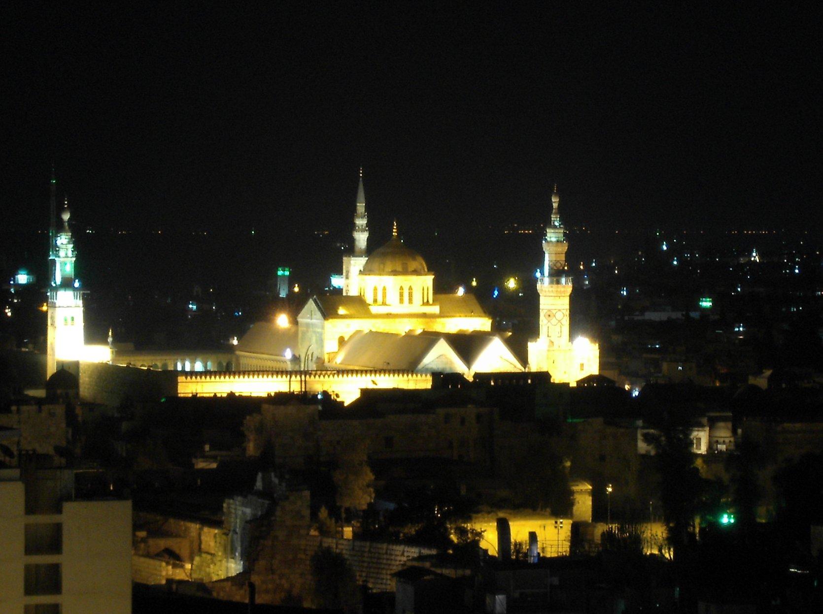 التعريف بسوريا كبلد سياحي المعلومات Omayyad_mosque_night.jpg