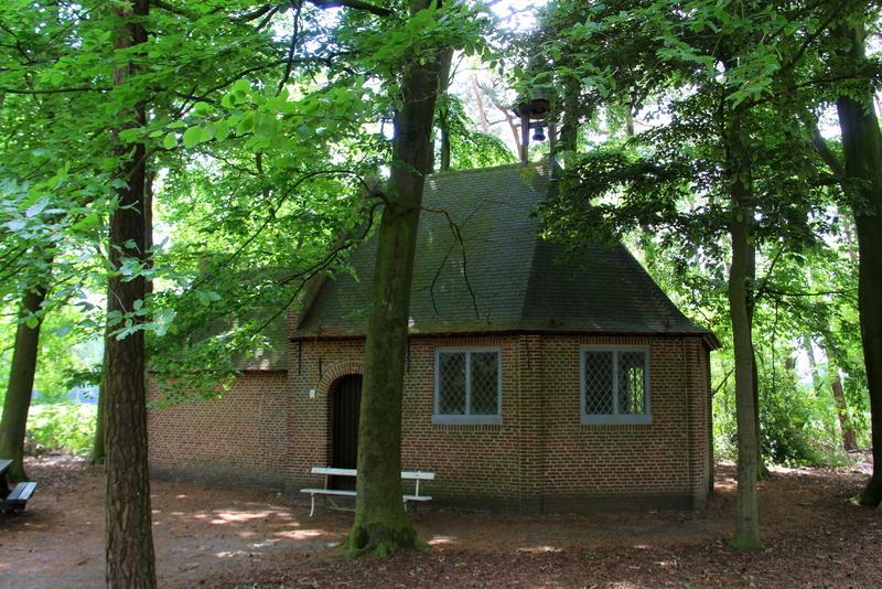 De kapel werd gebouwd in 1626. In die tijd werd de streek geplaagd door een pestepidemie. De legende wil dat ongeveer 60 inwoners van Oostmalle met de ziekte uit het dorp waren weggevlucht naar de heide op Zalfen. Adriaan Mattheeusen, een inwoner uit Zalfen, die enkele van zijn kinderen aan de epidemie verloor was verplicht ze in de heide te begraven en richtte ter herdenking een kapel op. Al spoedig deed de kapel dienst voor lijkdiensten en werden de doden op het ernaast gelegen kerkhof begraven. De kapel werd al snel een aantrekkingspool voor bedevaarders. Om deze reden  werd ze in 1726 vergroot tot haar huidige staat.