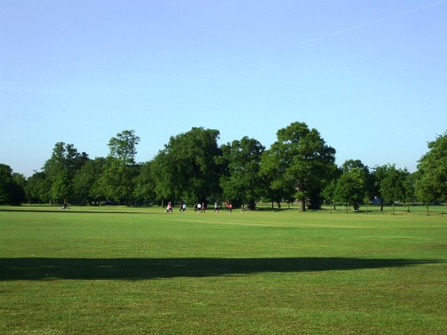 Open-air exercise class, Tooting Bec Common - geograph.org.uk - 1316311