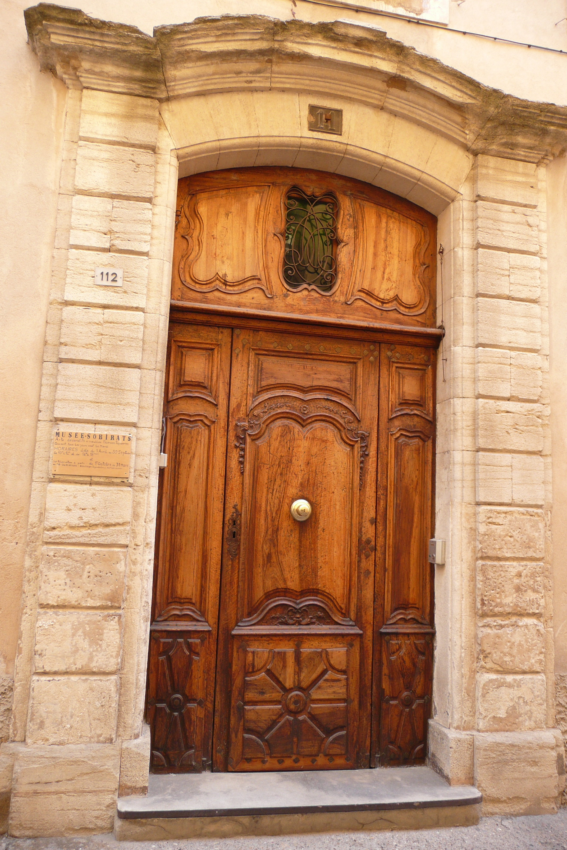 File porte en bois carpentras jpg wikimedia commons for Porte bougie en bois