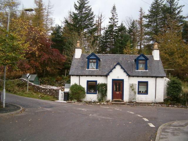File:Rose Cottage, Lochinver - geograph.org.uk - 1022232.jpg