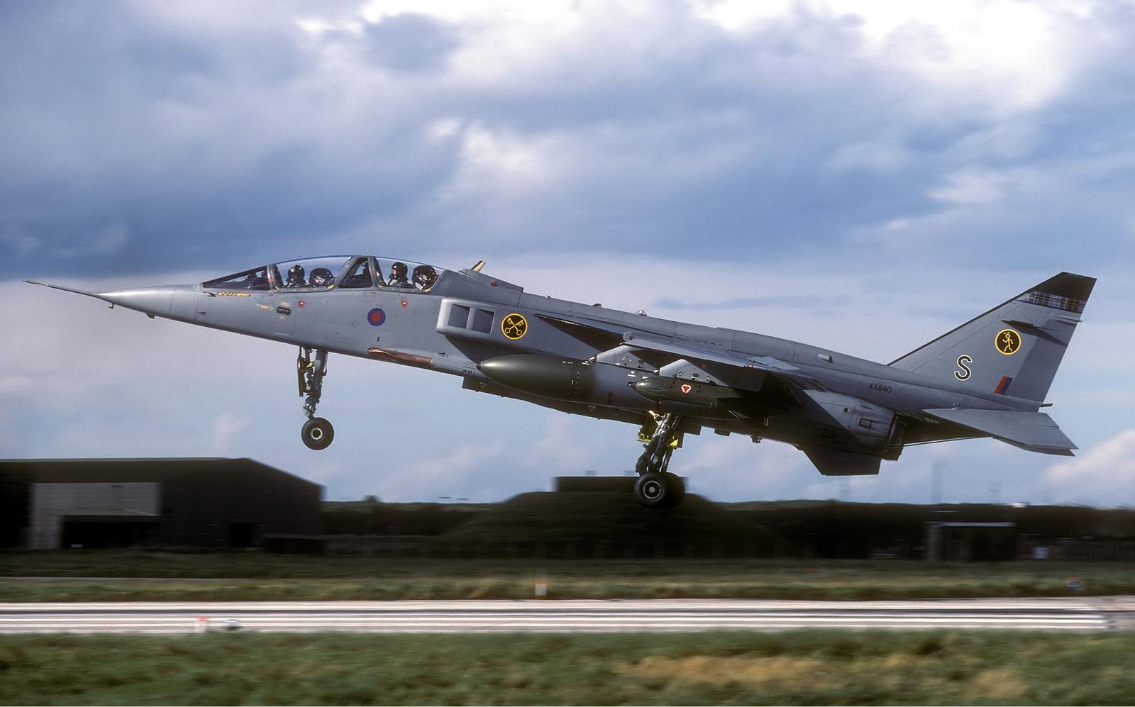 File:Royal Air Force Sepecat Jaguar T4 Lofting-1.jpg - Wikimedia ... T L Jaguar