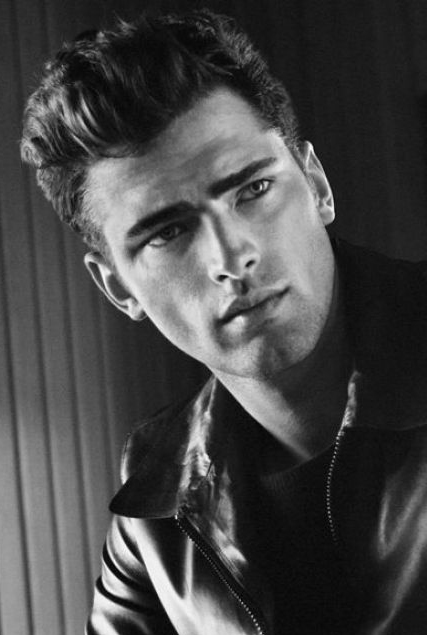 The 31-year old son of father (?) and mother(?) Sean O'Pry in 2021 photo. Sean O'Pry earned a  million dollar salary - leaving the net worth at 6.5 million in 2021
