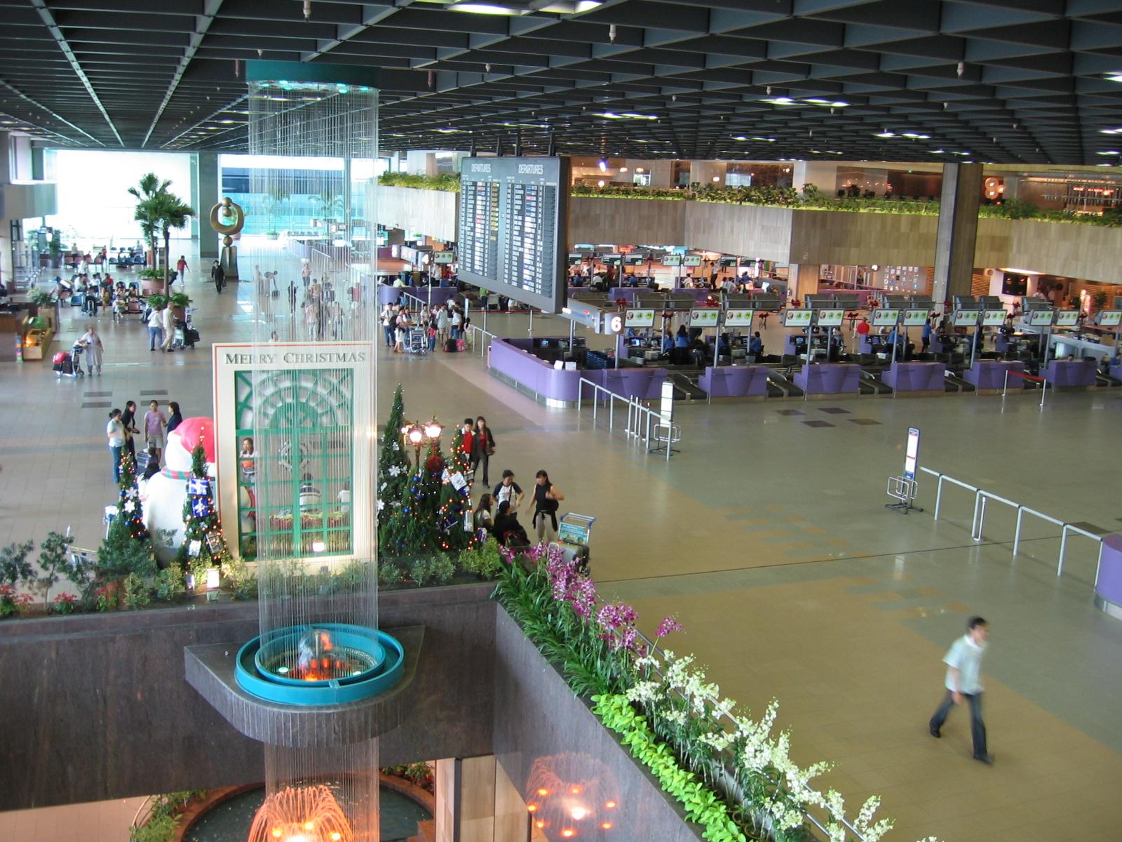 """...топ-листу, лучшим аэропортом для сна и проведения времени в ожидании полета является  """"Чанги """" в Сингапуре..."""