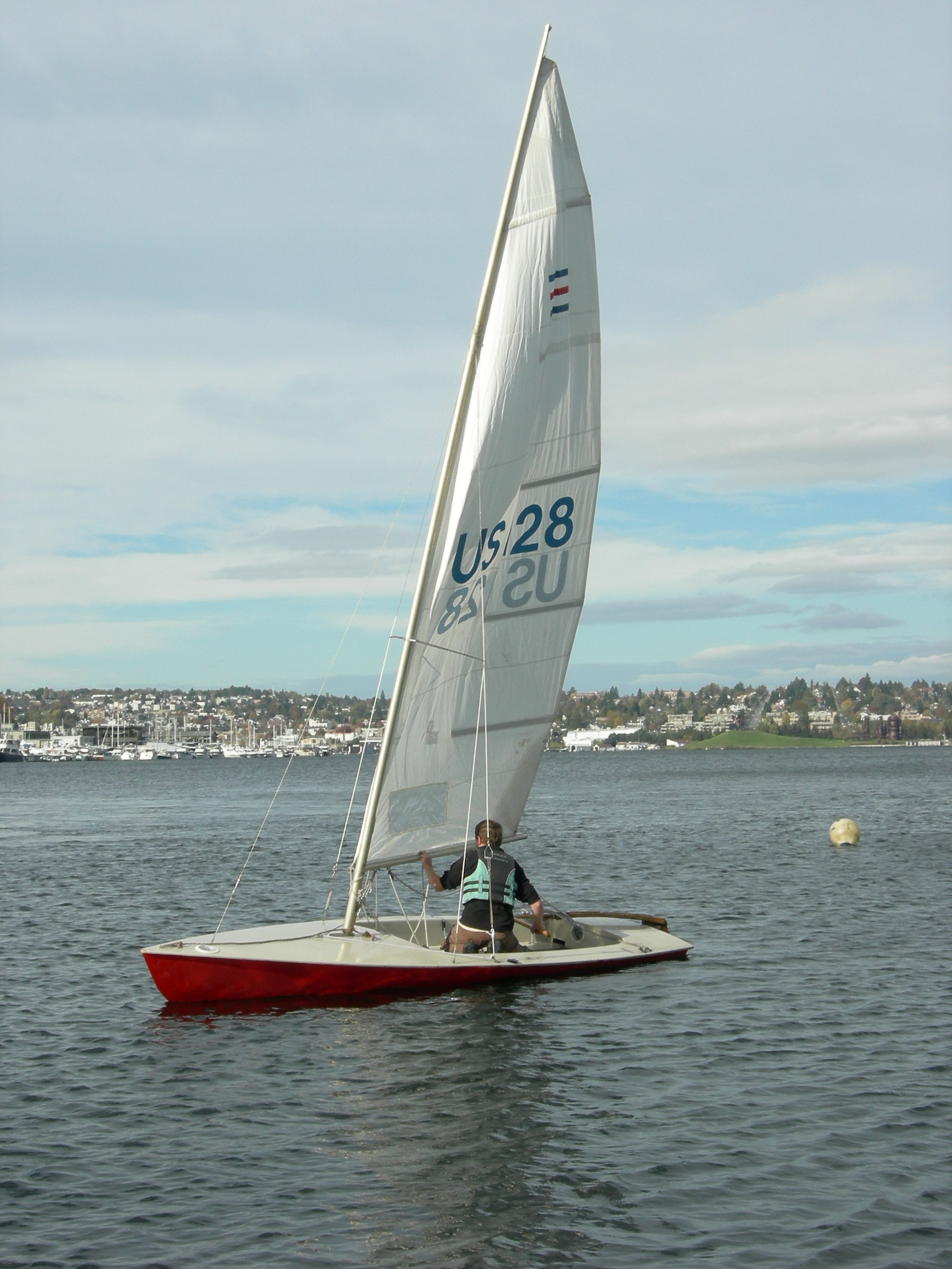 File:Small sailboat on Lake Union 01.jpg - Wikimedia Commons