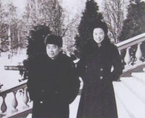 Sun Weishi Zhou Enlai in Moscow.jpg