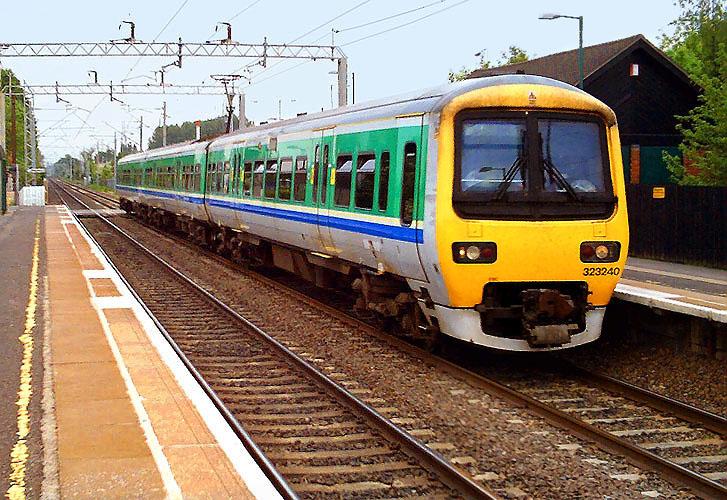 Image:Tile Hill train 727.jpg