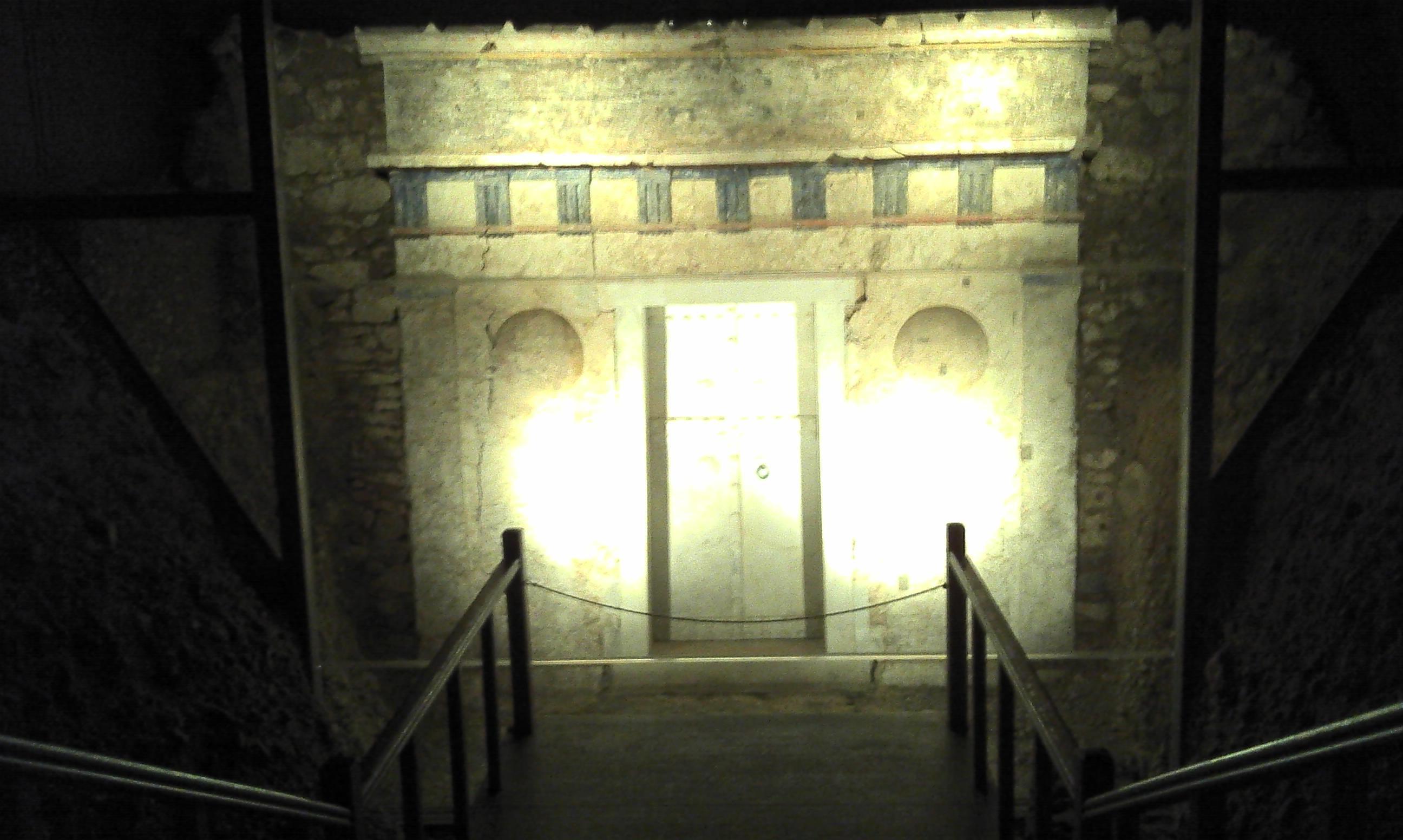 File:Tomb III Vergina.jpg - Wikimedia Commons