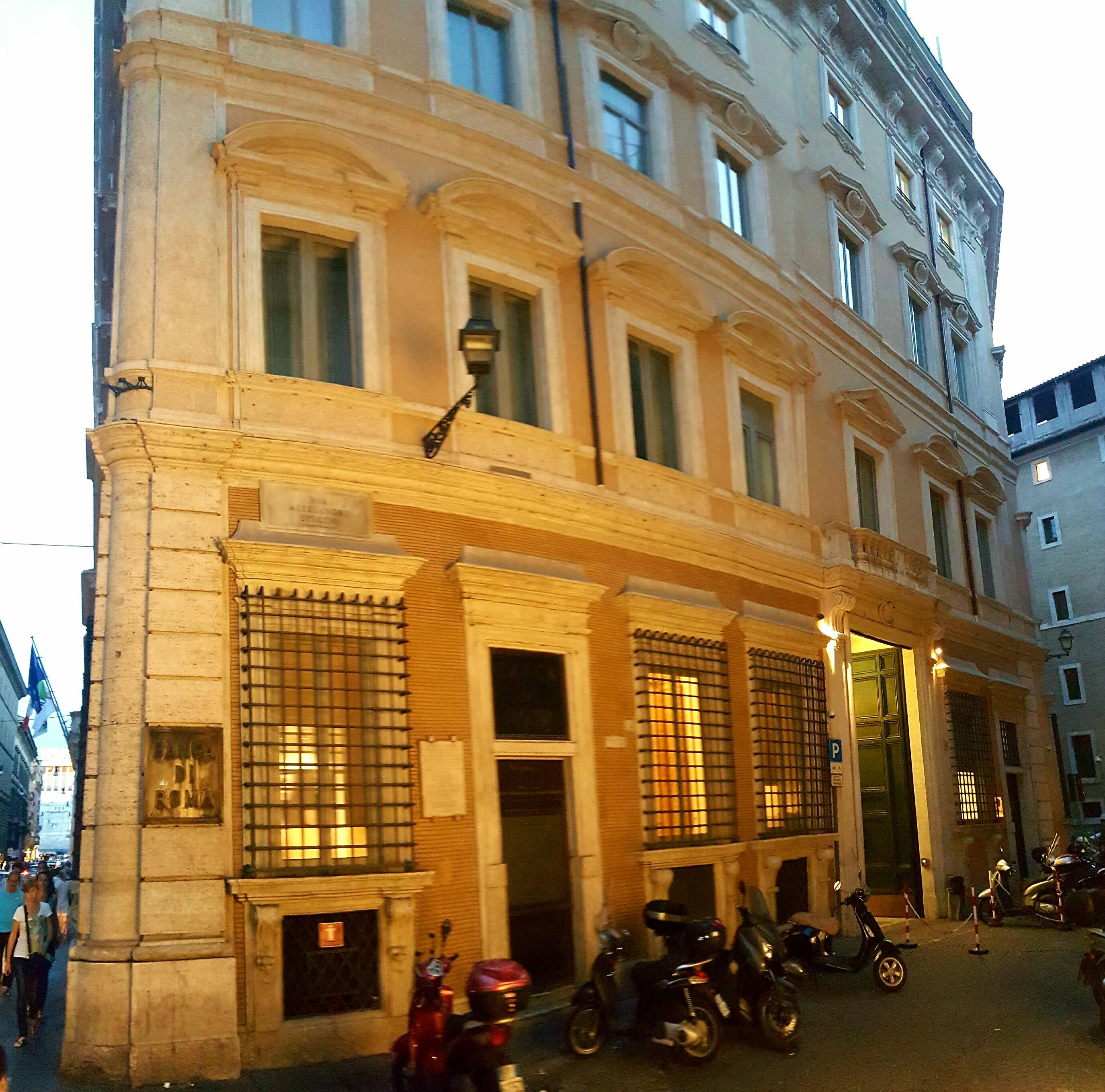 File unicredit sede wikimedia commons for Sede legale