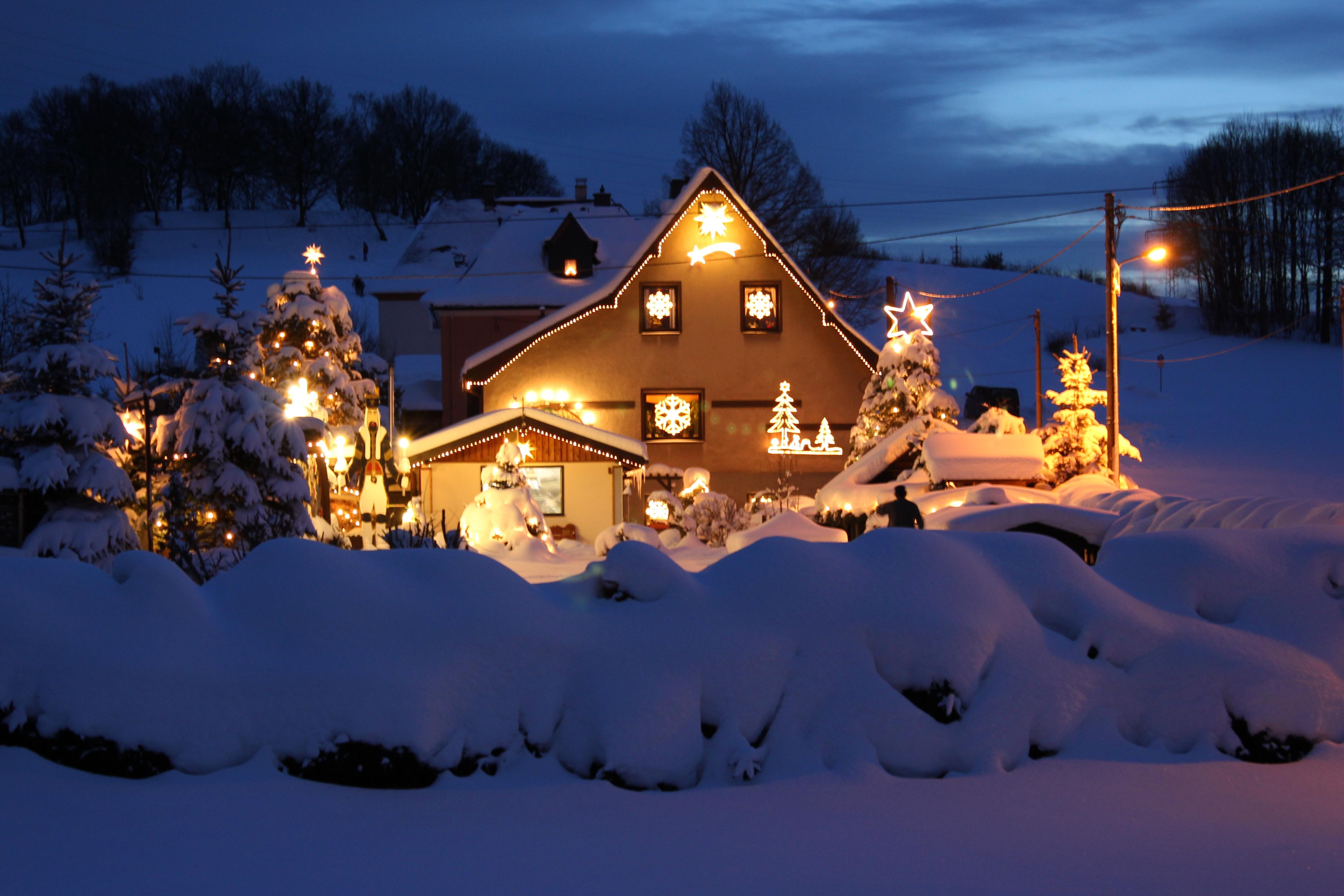 file weihnachtszeit lichterhaus niederw rschnitz img wikimedia commons. Black Bedroom Furniture Sets. Home Design Ideas