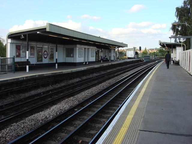 West Harrow tube station, platforms - geograph.org.uk - 1002368