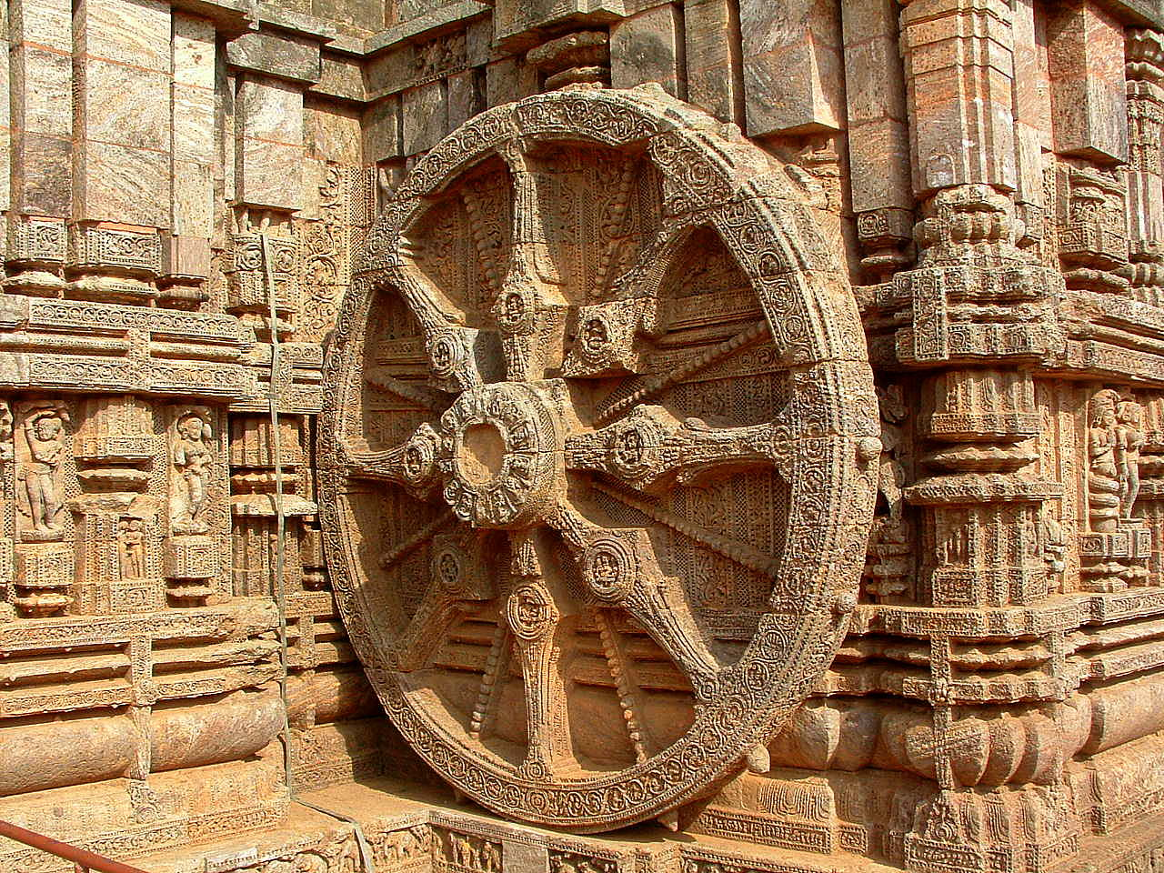 "The image ""http://upload.wikimedia.org/wikipedia/commons/e/e2/Wheel_of_Konark%2C_Orissa%2C_India.JPG"" cannot be displayed, because it contains errors."