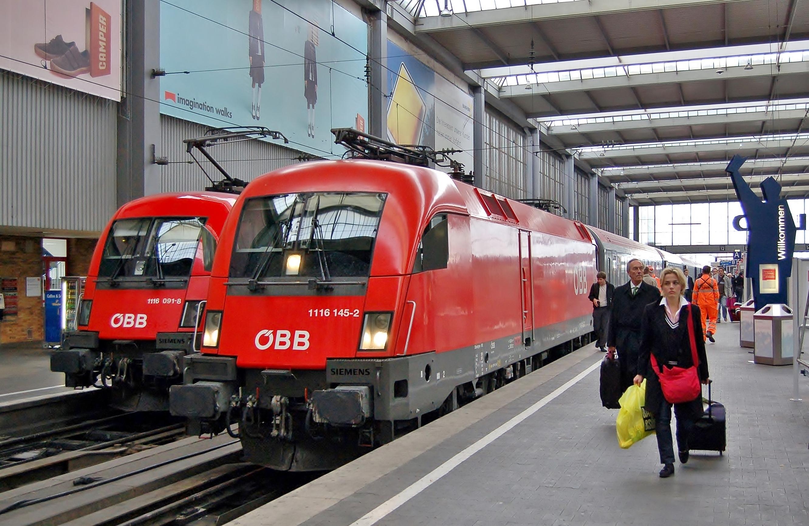 File:1116 091-8 + 1116 145-2 München Hbf, 2007.