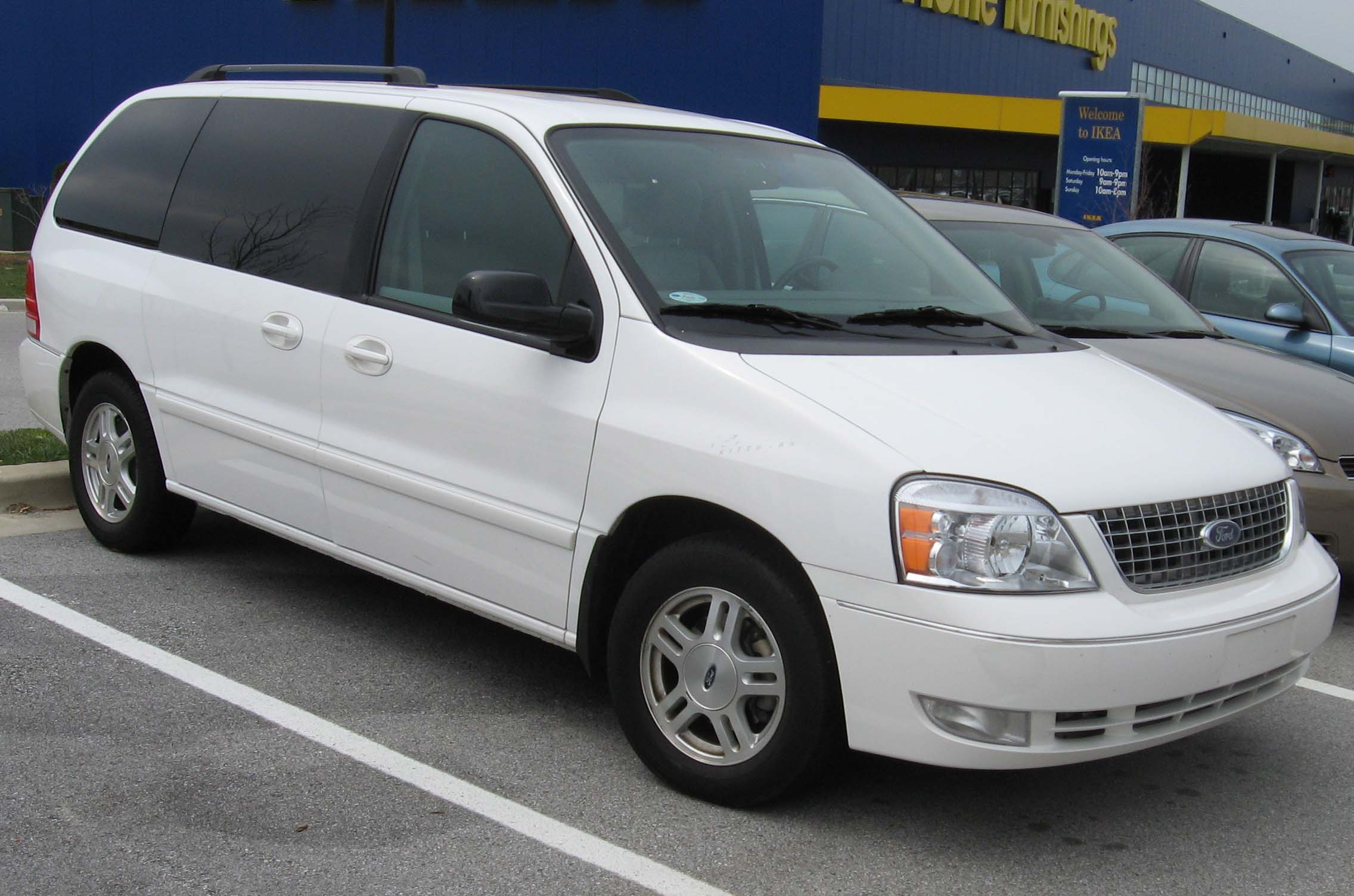 Description 2004-2007 Ford Freestar.jpg