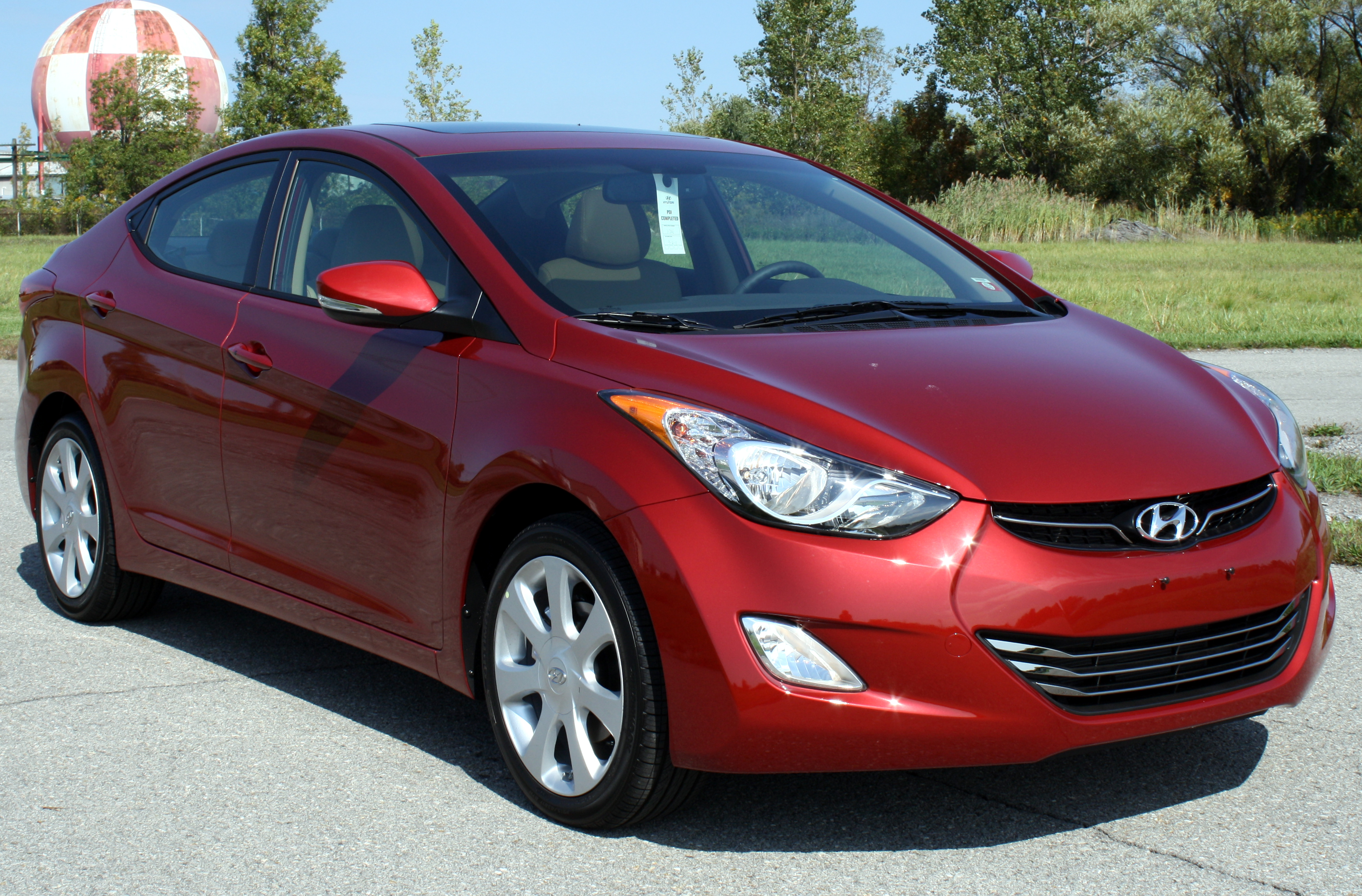 2012 hyundai elantra limited side in motion photo 21 autos gallery. Black Bedroom Furniture Sets. Home Design Ideas