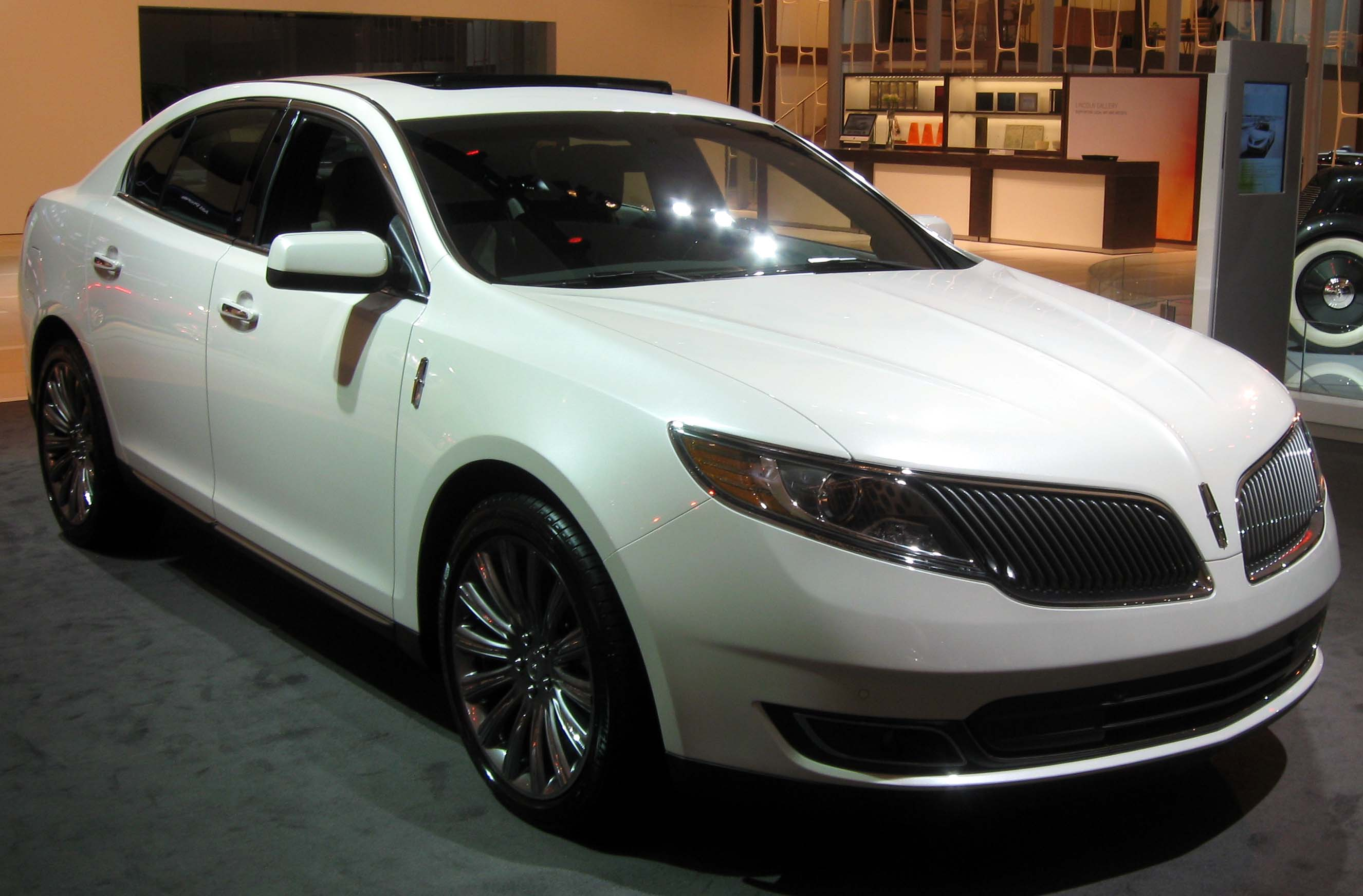 Description 2013 Lincoln MKS -- 2012 NYIAS.JPG