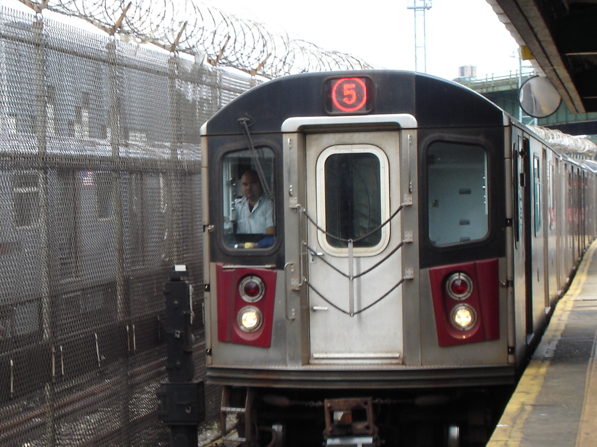 5_train_at_E_180_St_2