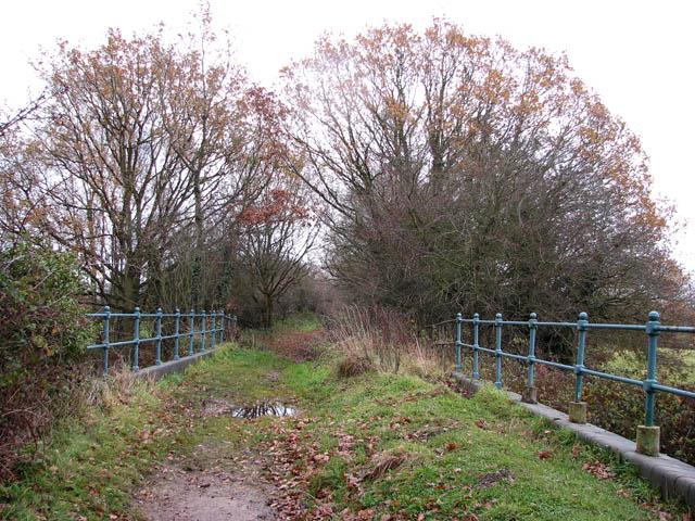 File:A disused railway bridge - geograph.org.uk - 1062573.jpg