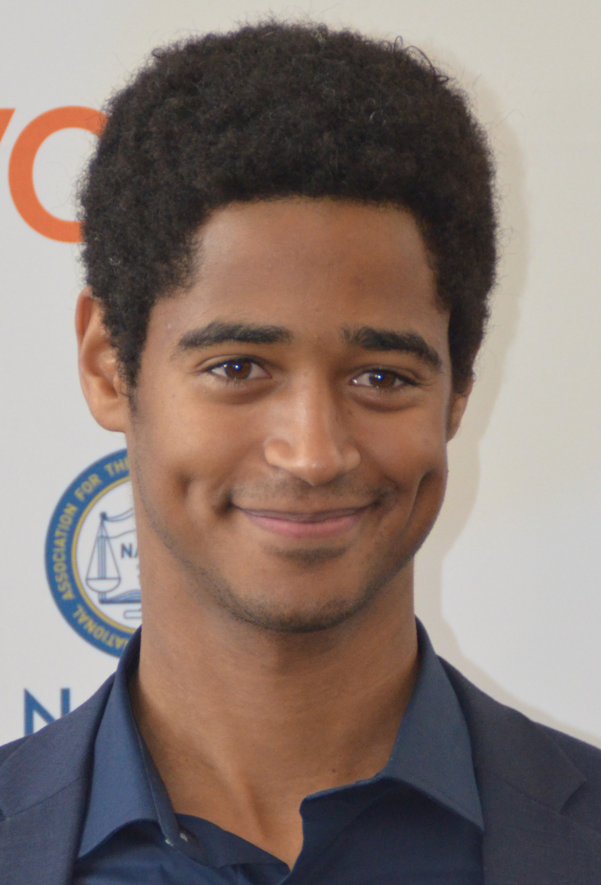 The 28-year old son of father William Russell and mother Balbina Gutierrez Russell, 184 cm tall Alfred Enoch in 2017 photo