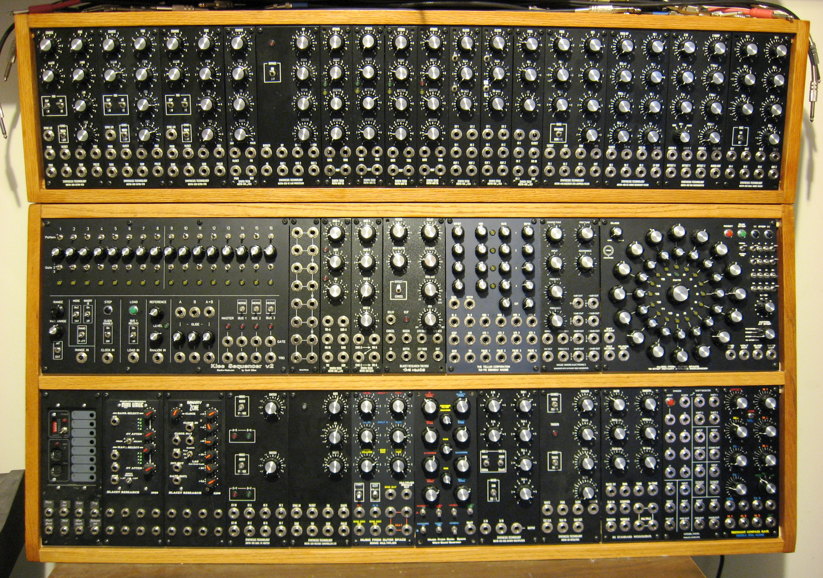 file analog test array modular synth by wikimedia commons. Black Bedroom Furniture Sets. Home Design Ideas