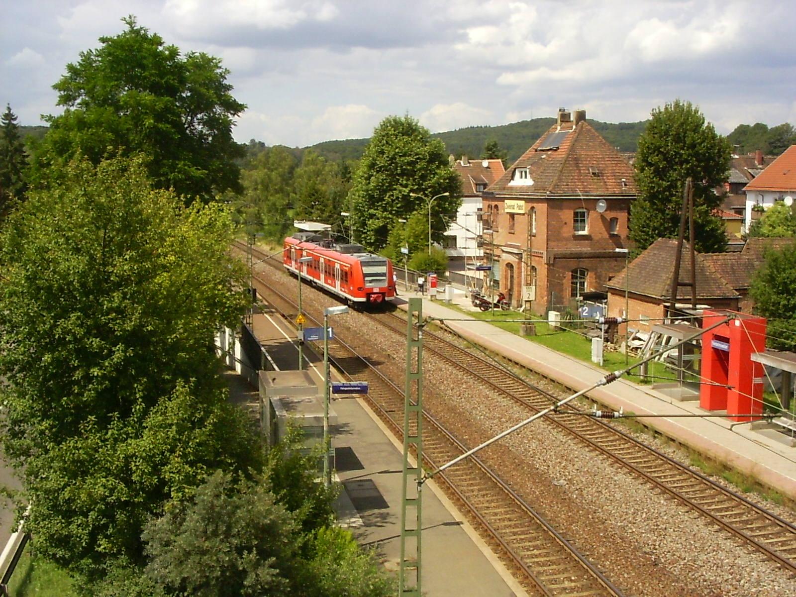 File:Bahnhof-Niederlinxweiler.JPG - Wikimedia Commons