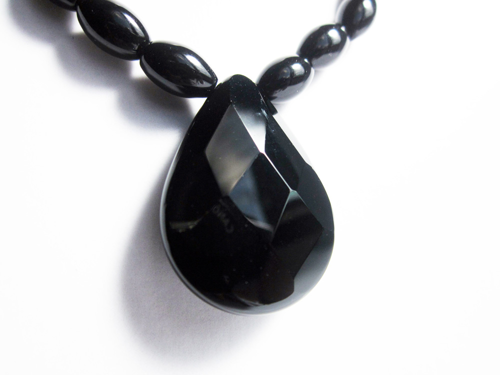 Types Of Onyx : File black onyx necklace g wikimedia commons