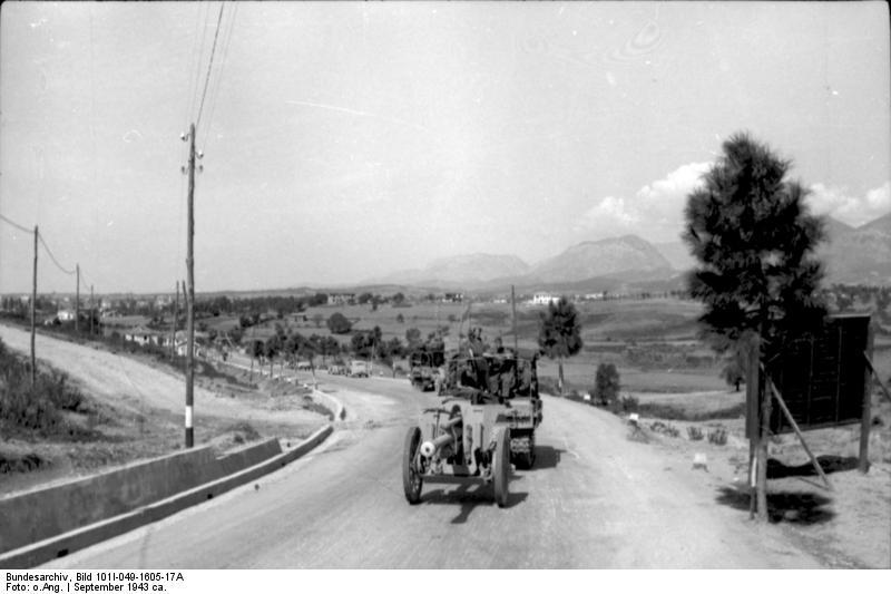 File:Bundesarchiv Bild 101I-049-1605-17A, Jugoslawien, Raupenschlepper Ost mit Geschütz.jpg