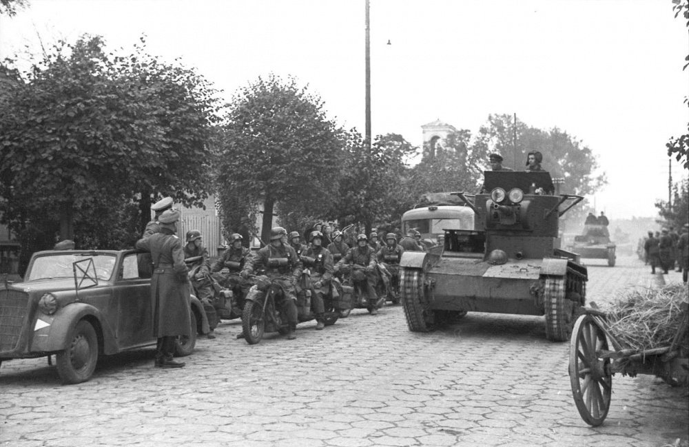 Файл:Bundesarchiv Bild 101I-121-0012-30, Polen, deutsch-sowjetische Siegesparade, Panzer.jpg