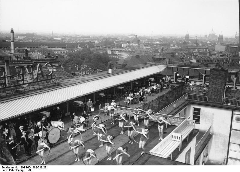 Europahaus 1930 Bundesarchiv, Bild 146-1998-018-29 / Pahl, Georg / CC-BY-SA 3.0 [CC BY-SA 3.0 de (https://creativecommons.org/licenses/by-sa/3.0/de/deed.en)], via Wikimedia Commons
