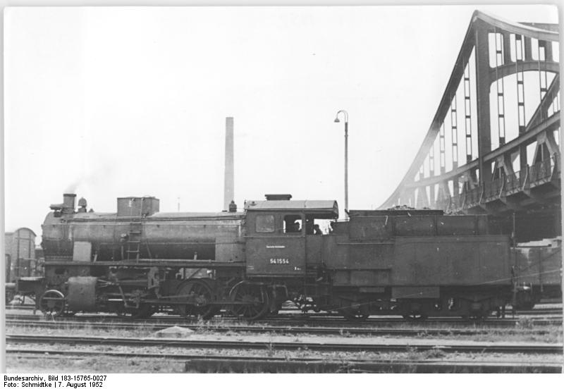 https://upload.wikimedia.org/wikipedia/commons/e/e3/Bundesarchiv_Bild_183-15765-0027%2C_Dampflok_54_1554_%28BR_54%29.jpg