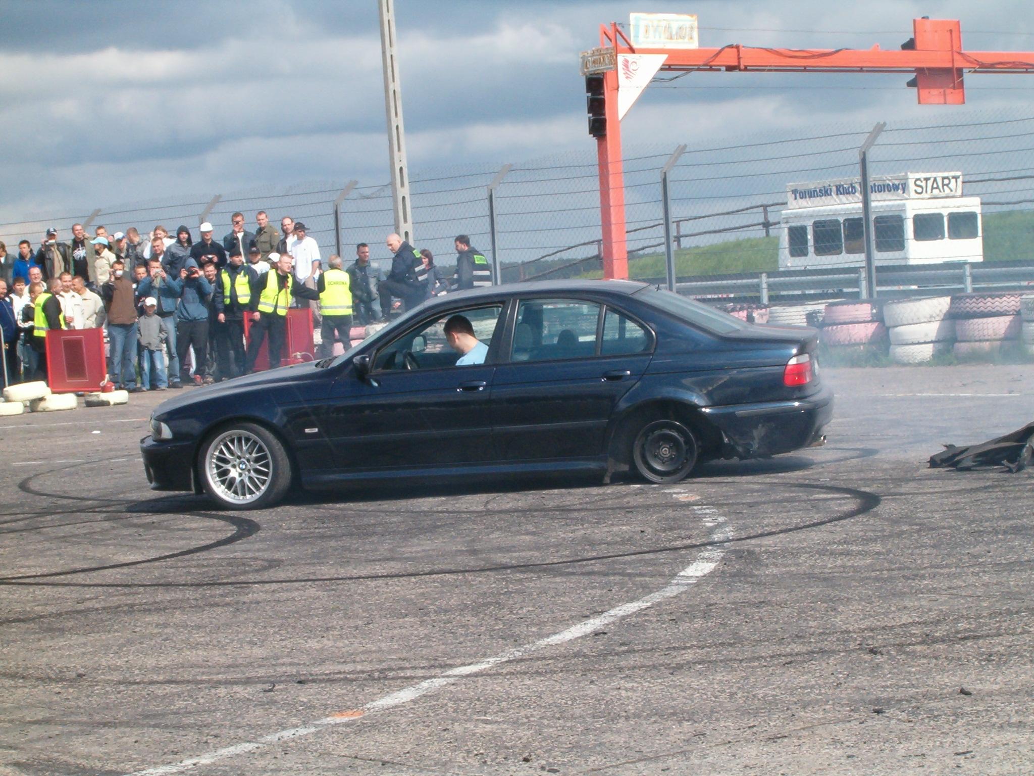 File:Burnout BMW 5 E39 PL 950.JPG
