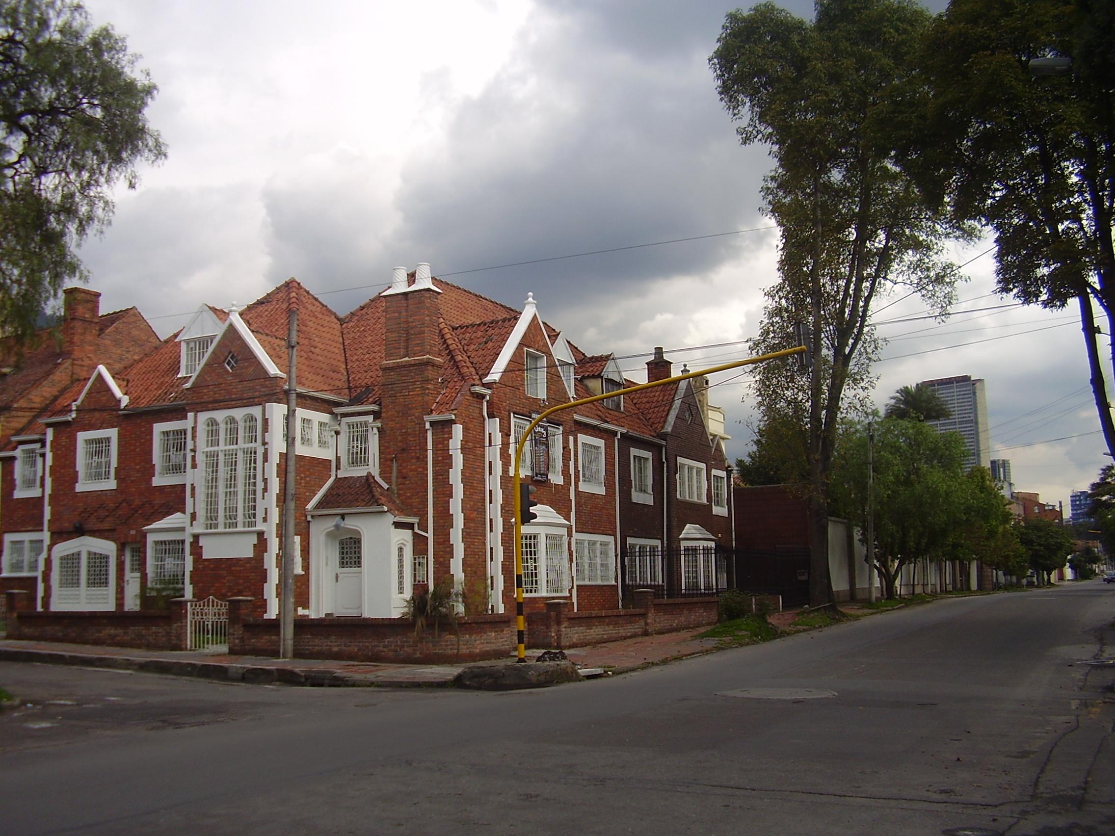 File casateusaquillo jpg wikimedia commons for Casas para la venta en ciudad jardin cali colombia