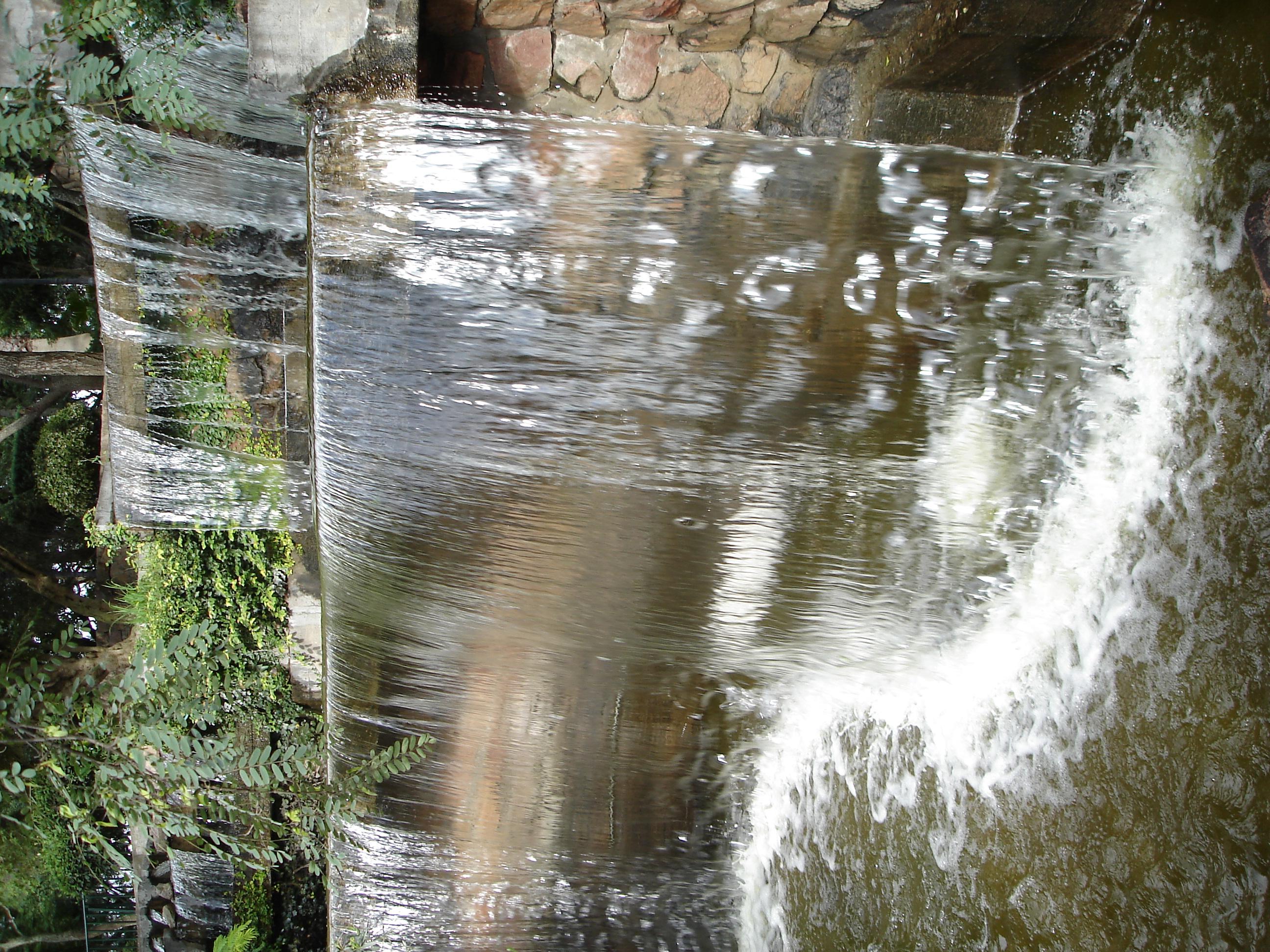 File cascadas artificiales del cerro san for Cascadas de agua artificiales para jardin