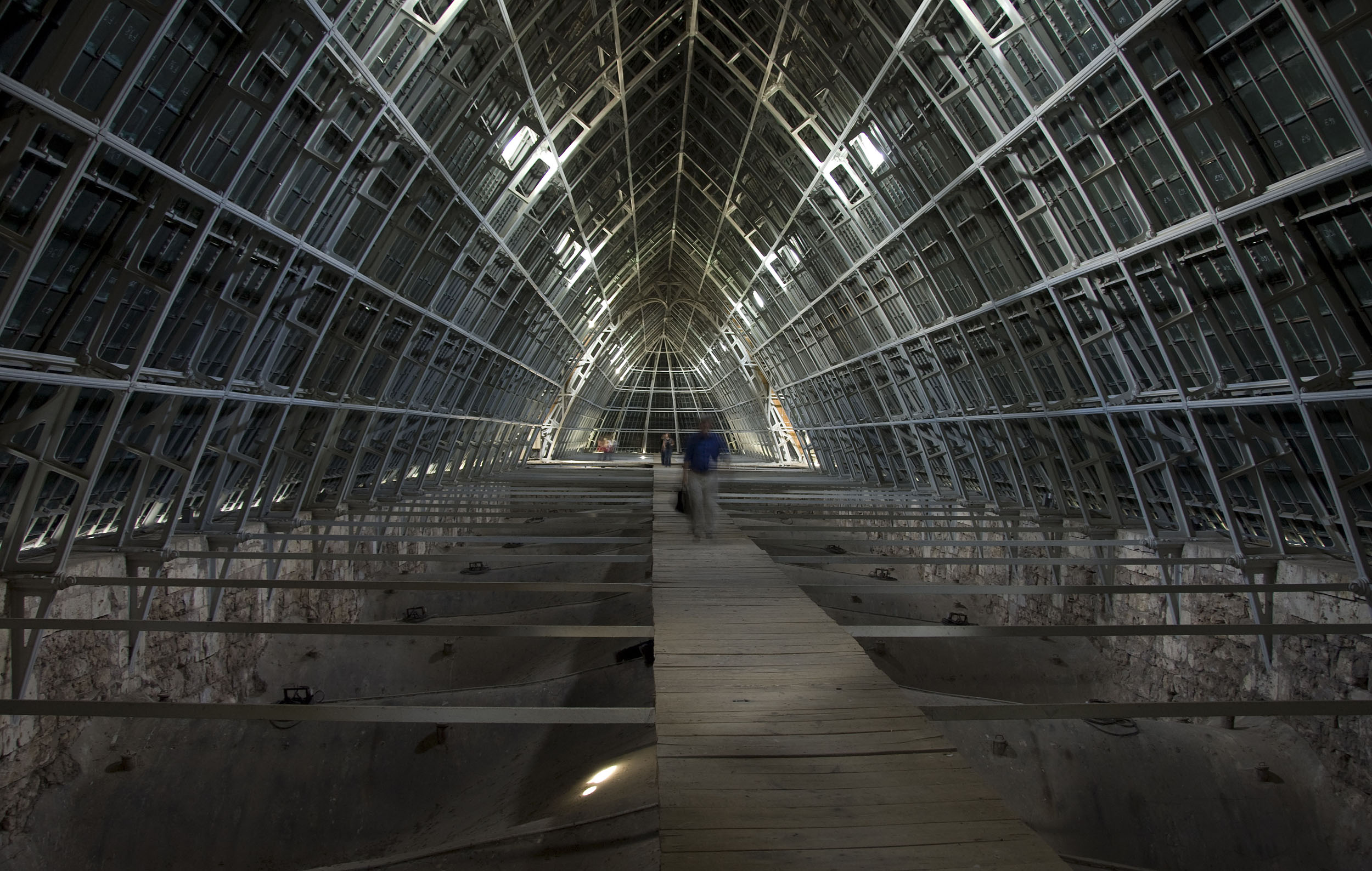 http://upload.wikimedia.org/wikipedia/commons/e/e3/Chartres_roof_space_the_Charpente_de_Fer.jpg