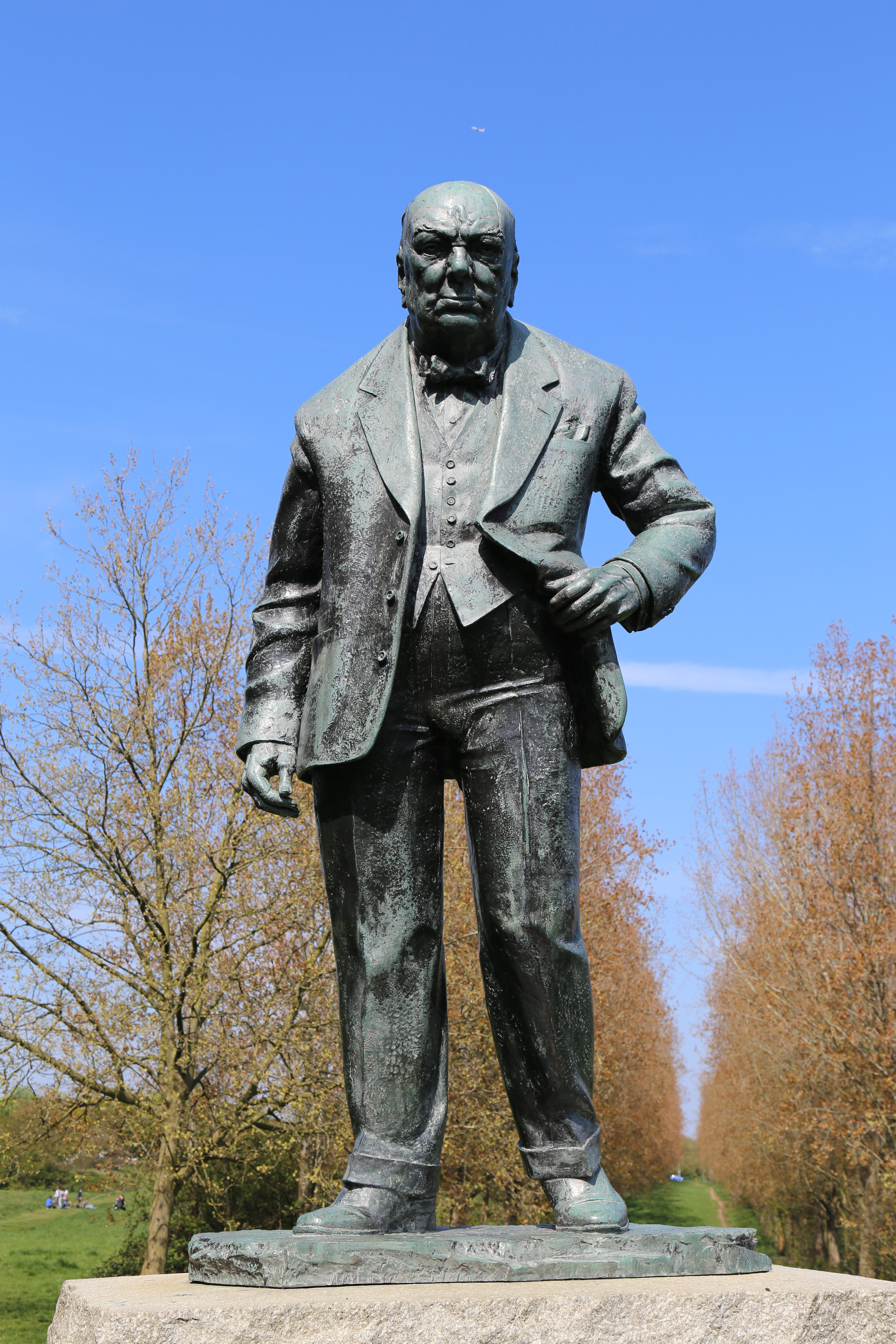 File:Churchill statue at Woodford Green by David McFall R A