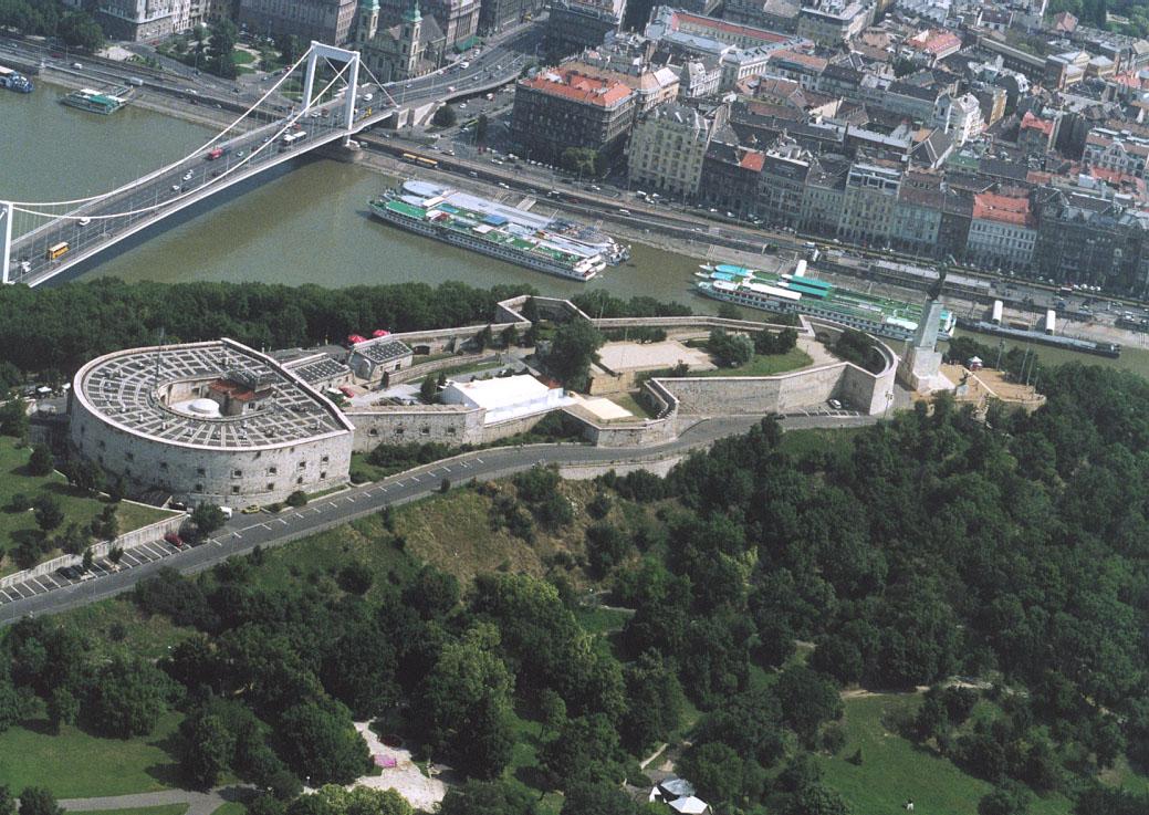 File Citadel Budapest Jpg Wikimedia Commons
