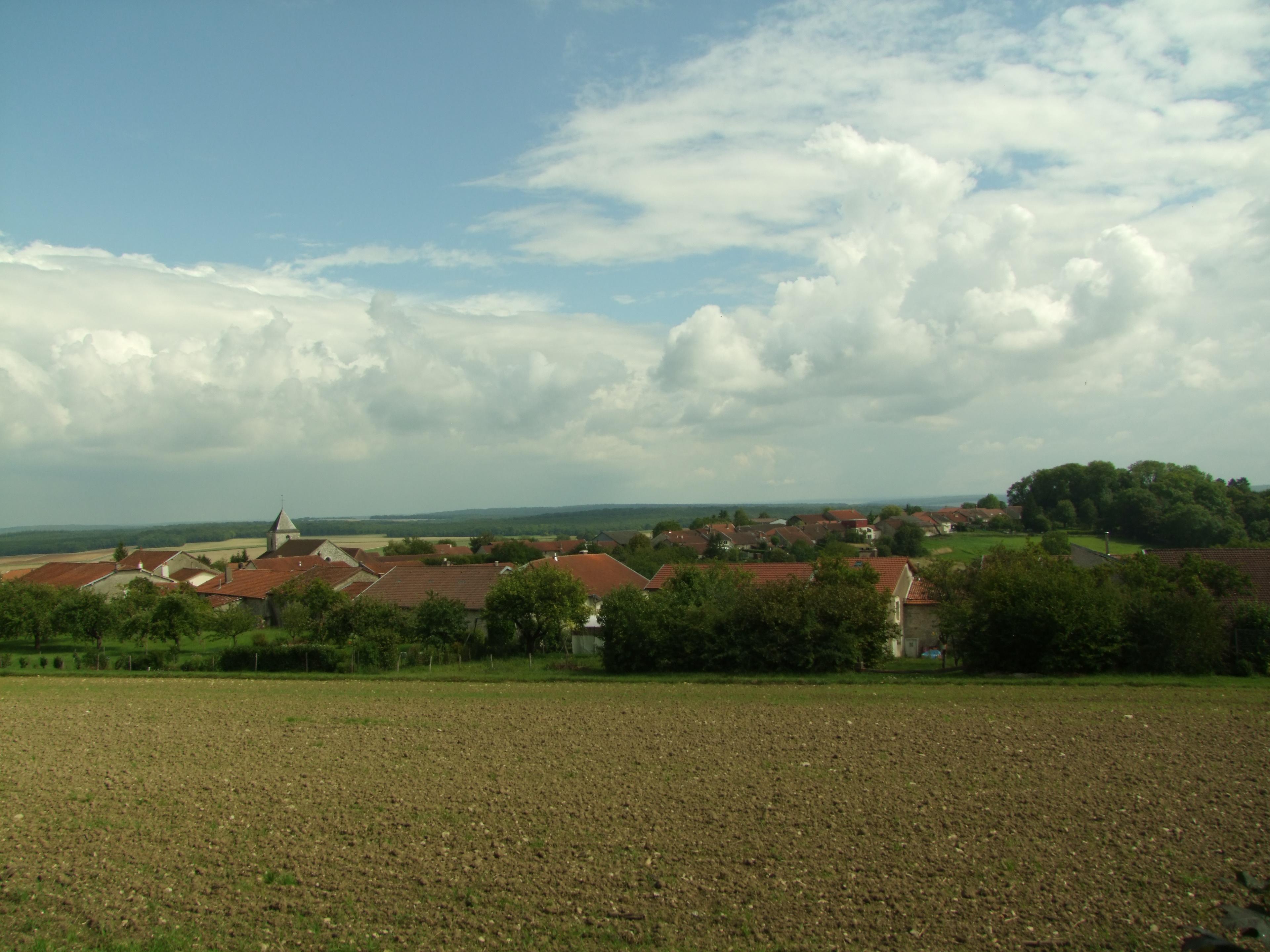 Vy över Colombey-les-Deux-Églises
