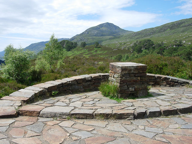 Commemorative cairn and viewpoint - geograph.org.uk - 1088535
