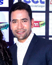 Dinesh Lal Yadav at Press Conference of Celebrity Cricket League 2016 (cropped).jpg