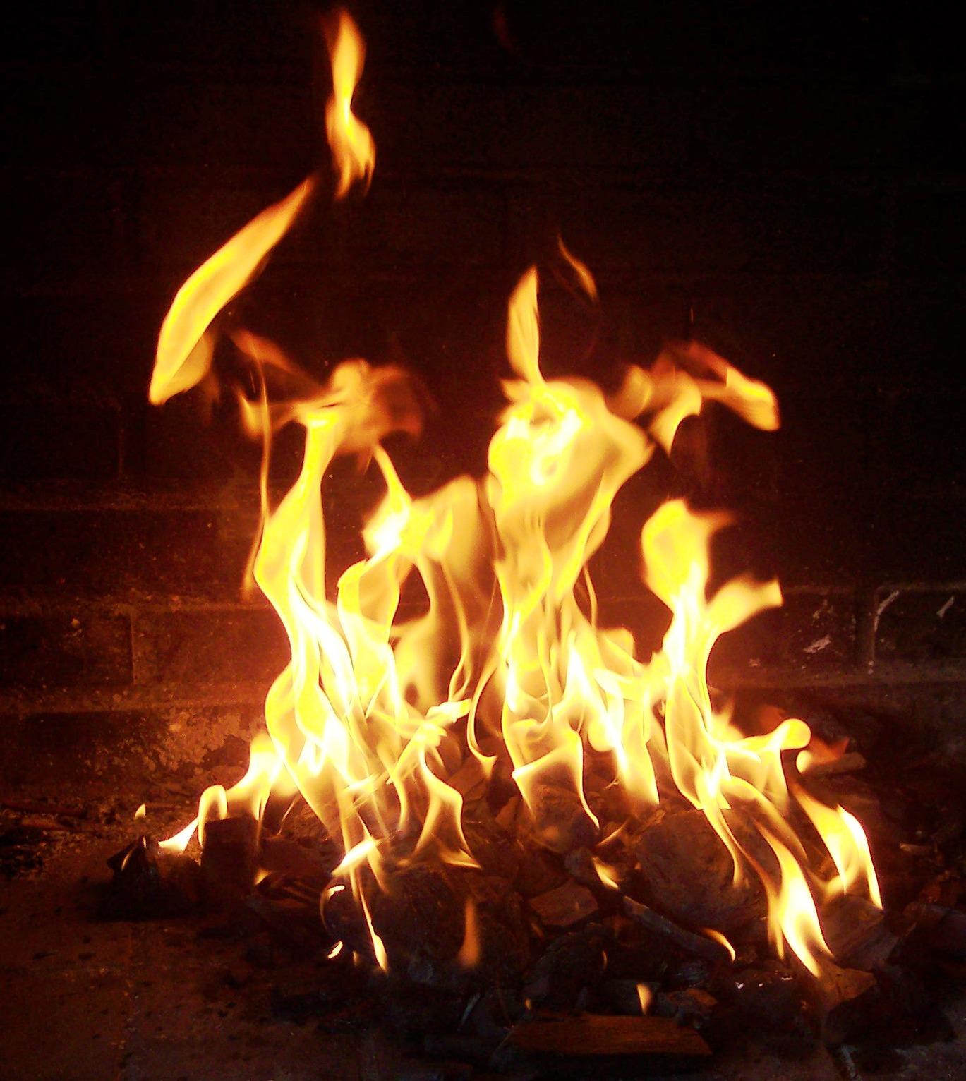 Tulia poltettiin osana kekrin juhlintaa,Pedroserafin on luovutettanut kuvan julkiseen käyttöön