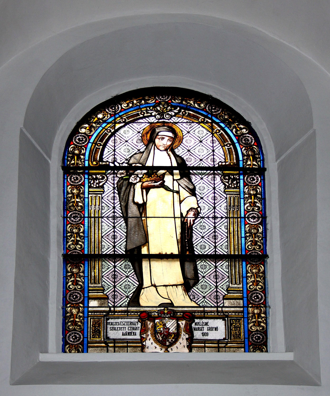 Sognekirken Maria Himmelfahrt i Forchtenstein. Glassmaleri av Rudolf Nagl (f. 1957)