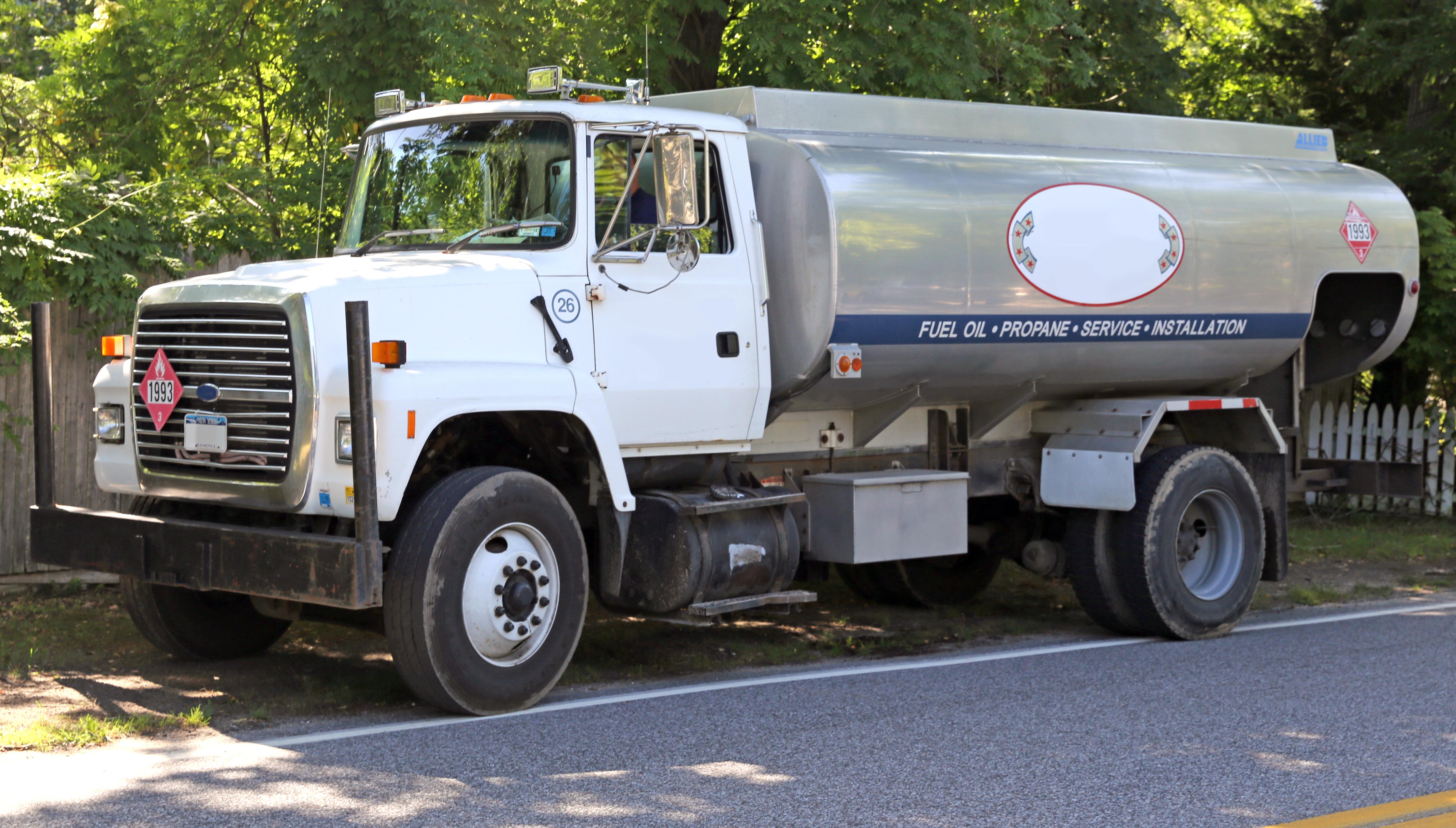 File ford l9000 oil truck hamptons jpg