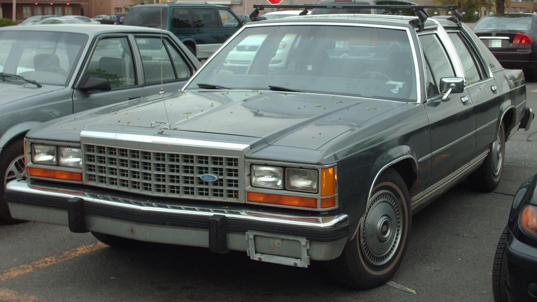 http://upload.wikimedia.org/wikipedia/commons/e/e3/Ford_LTD_Crown_Victoria.jpg