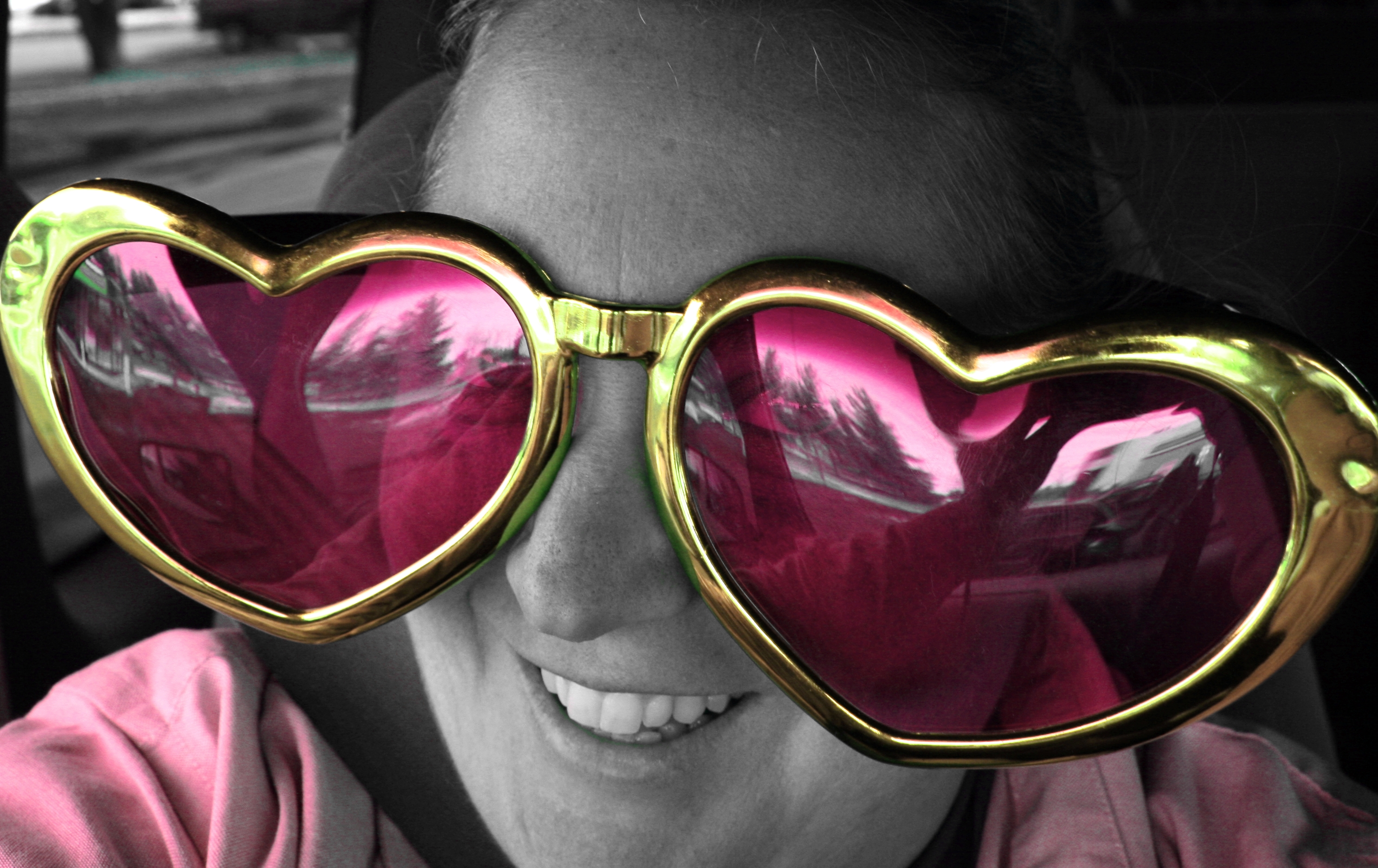 966734d615d File Free Smiling In Pink Heart Sunglasses.jpg - Wikimedia Commons