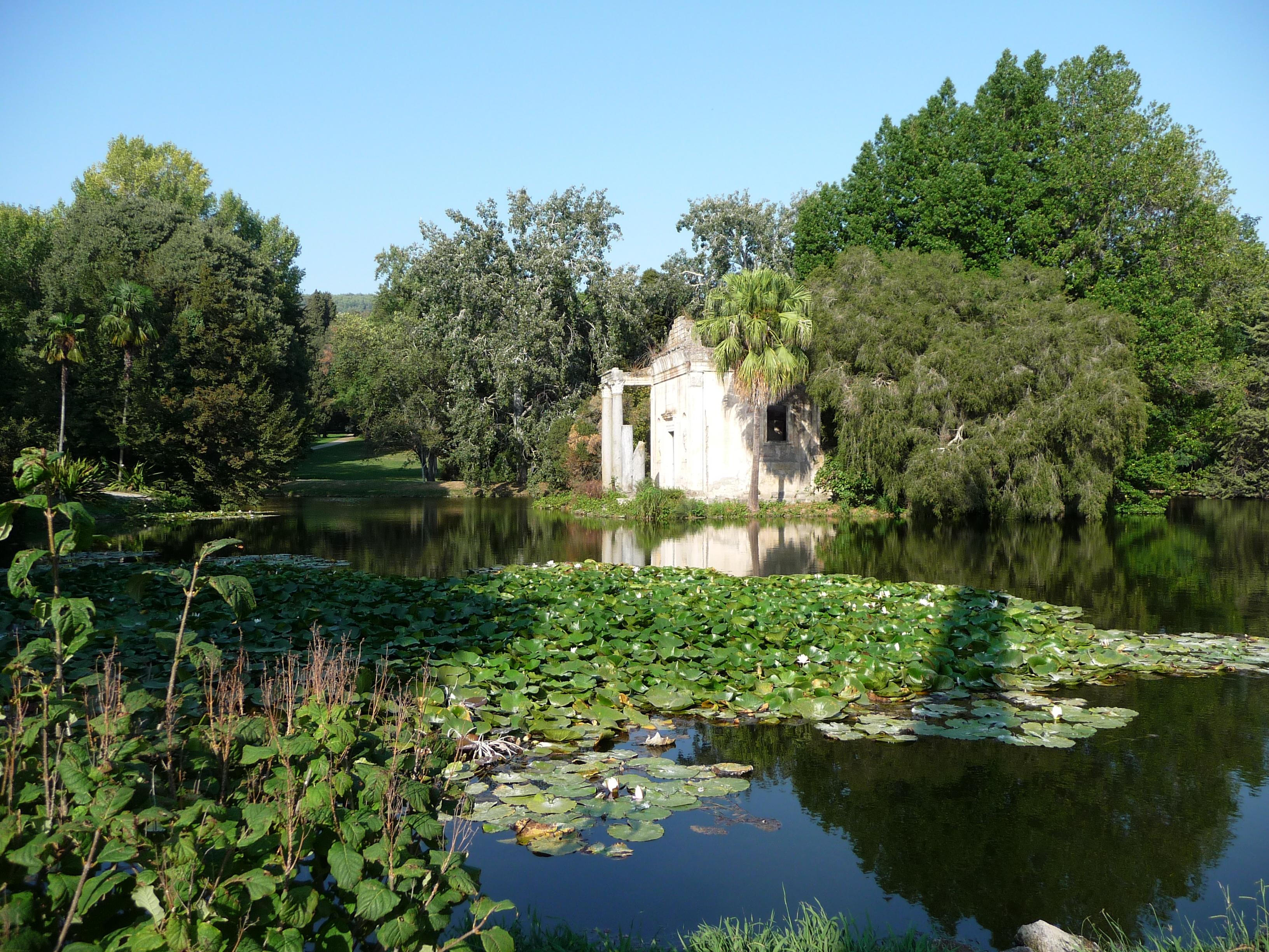 File giardino inglese reggia caserta false rovine laghetto for Giardini inglesi