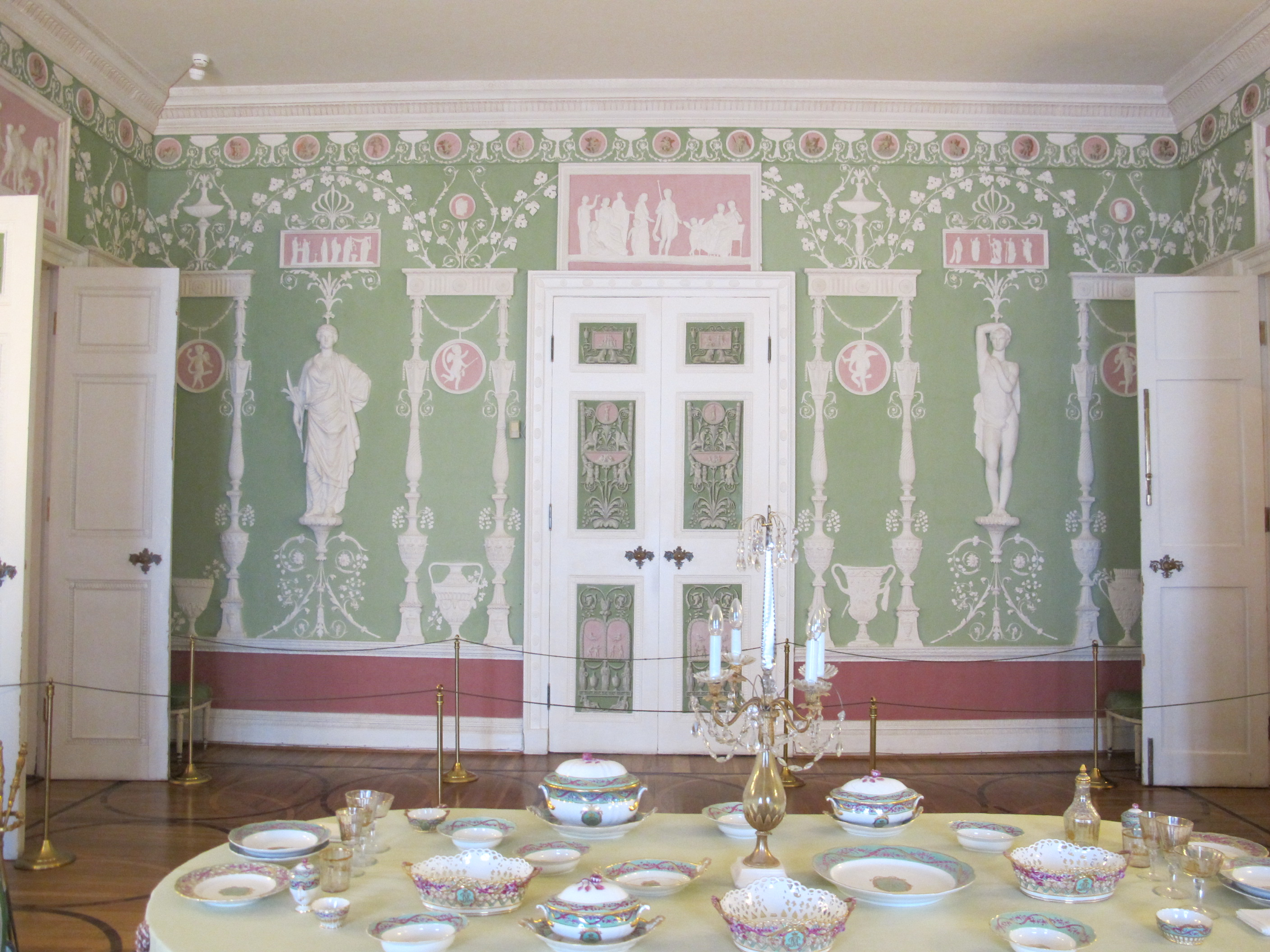 file green dining room of the catherine palace 03 wikimedia